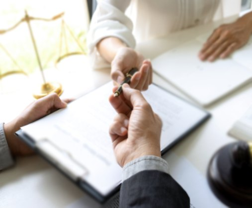 Documentação e legalização de documentos para os serviços de elevadores - Villar Elevadores